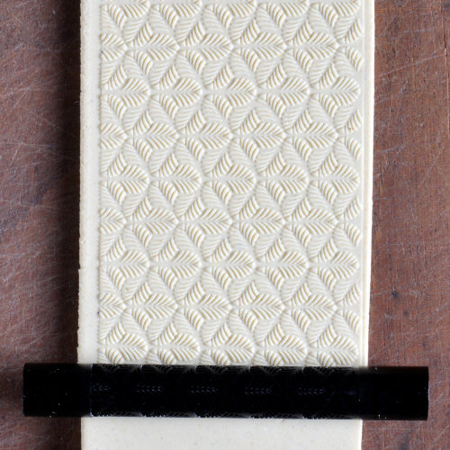 Fine Line Small Tri Leaf Texture Roller