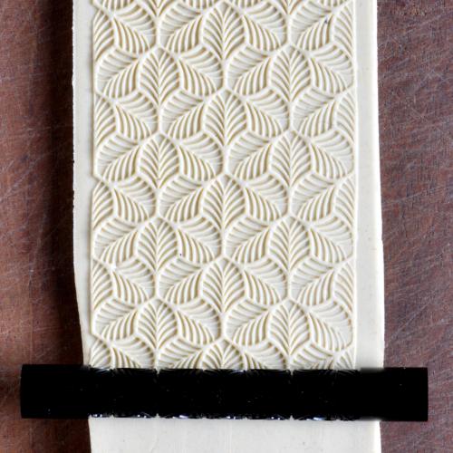 Fine Line Tri Leaf Texture Roller